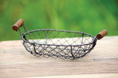 Small Oval Wire Basket (DISPLAY ONLY)