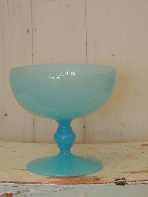 Oud opaline glas