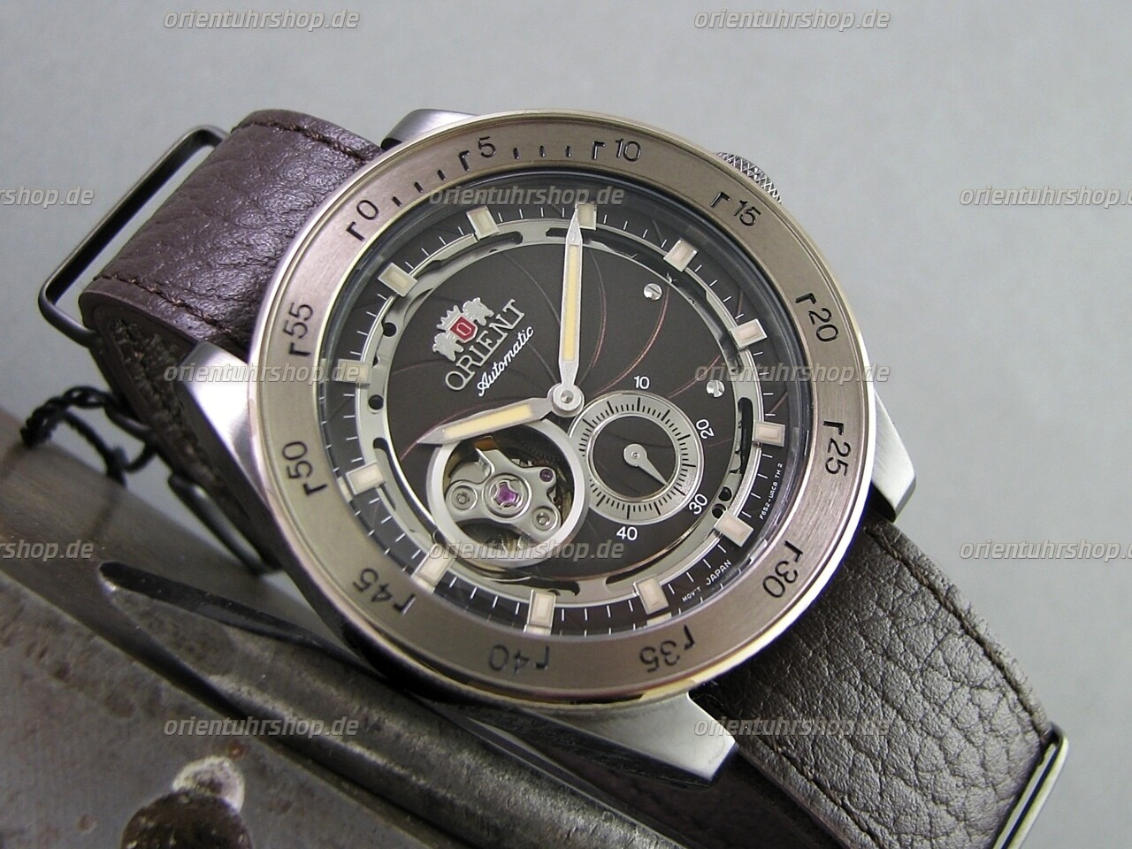 Orient Retro Future Camera Automatik Uhr RA-AR0203Y00B