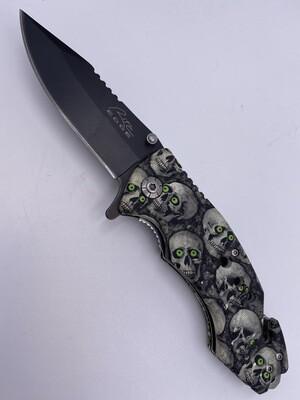 SKULLS W/ GREEN EYES STEEL KNIFE