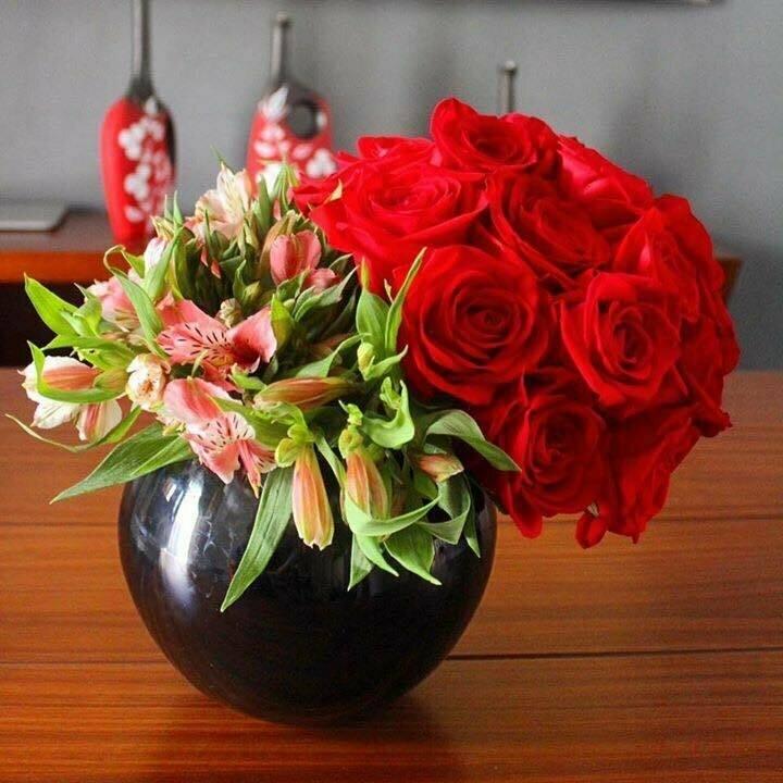 Kahlo - Rosas y Alstromeria
