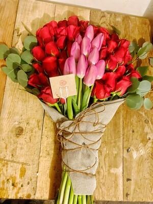 Bouquet de rosas y tulipanes