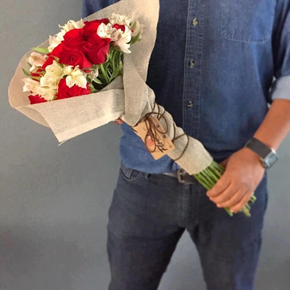 Bouquet tradicional de 24 Rosas