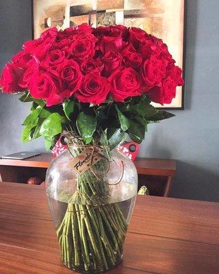 Jarrón con 100 Rosas