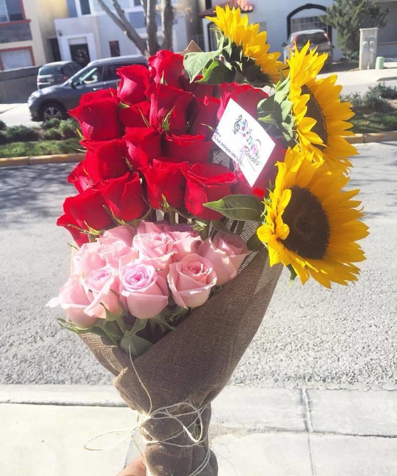Bouquet Rosas y Girasoles