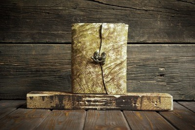Желтый блокнот из сыромятной кожи