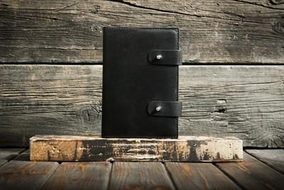Черный ежедневник из натуральной кожи