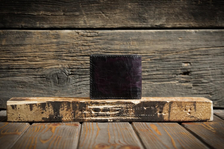 Кошелёк баклажанного цвета из сыромятной кожи