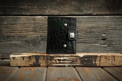Чёрный кошелёк из сыромятной кожи и кожи крокодила