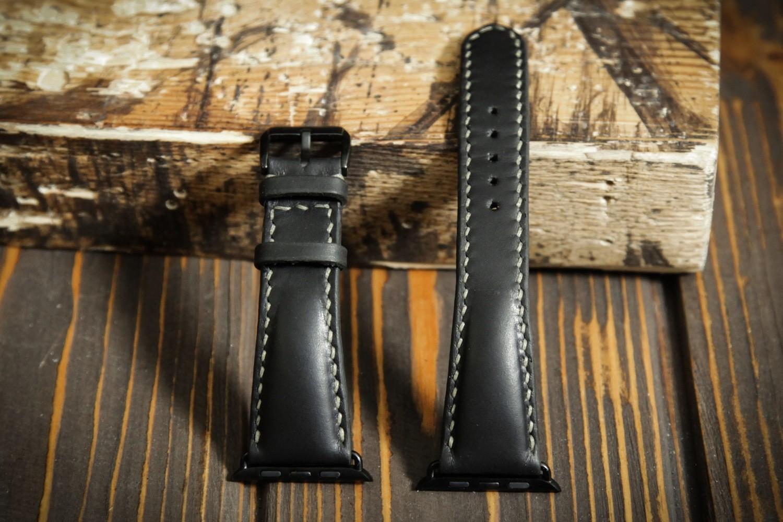 Черный кожаный ремешок для Apple Watch 4 и 5