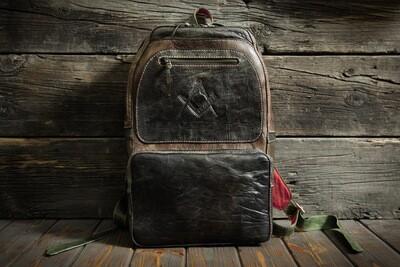 Яркий рюкзак из сыромятной кожи