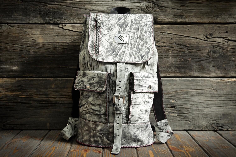 Чёрно-белый рюкзак из натуральной кожи