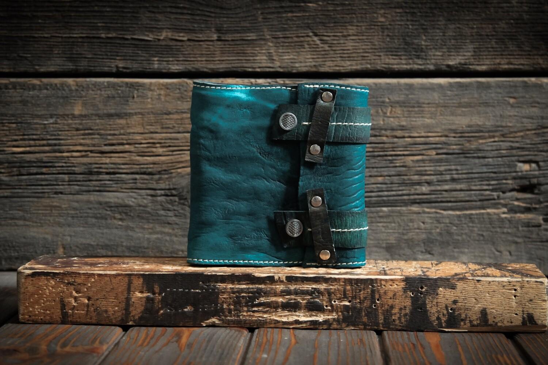 Блокнот цвета голубой ели из сыромятной кожи