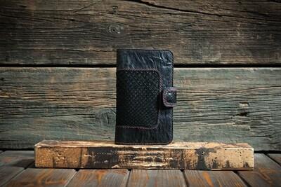 Чёрный кошелёк из сыромятной кожи с питоном