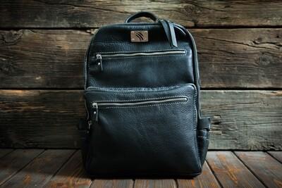 Черный рюкзак из натуральной кожи