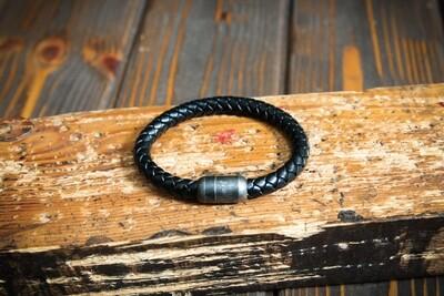 Чёрный плетеный браслет из натуральной кожи