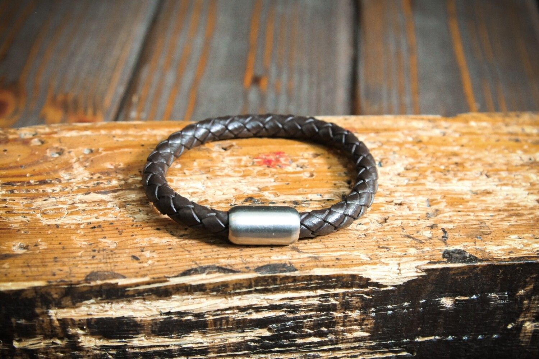 Коричневый плетеный браслет из натуральной кожи