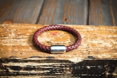 Красный плетеный браслет из натуральной кожи