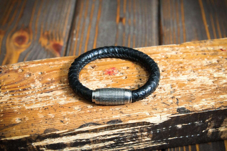 Чёрный плетеный браслет из кожи питона