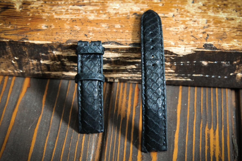 Чёрный узкий ремешок для часов из кожи питона