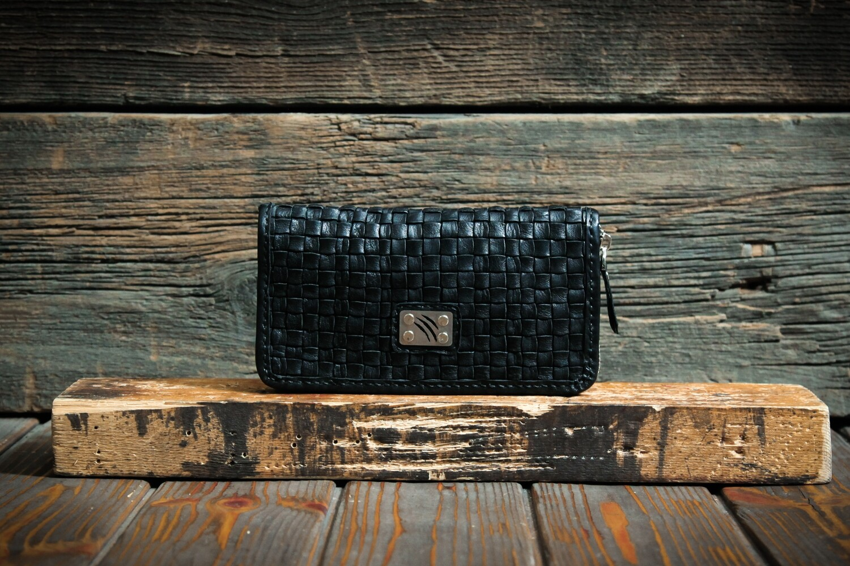 Чёрный кошелёк из плетенной кожи