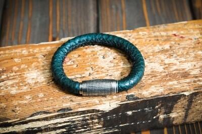Зелёный плетеный браслет из кожи питона