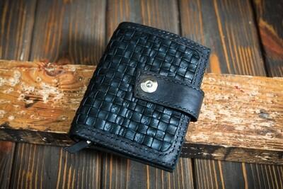 Чёрный кошелёк из плетённой кожи