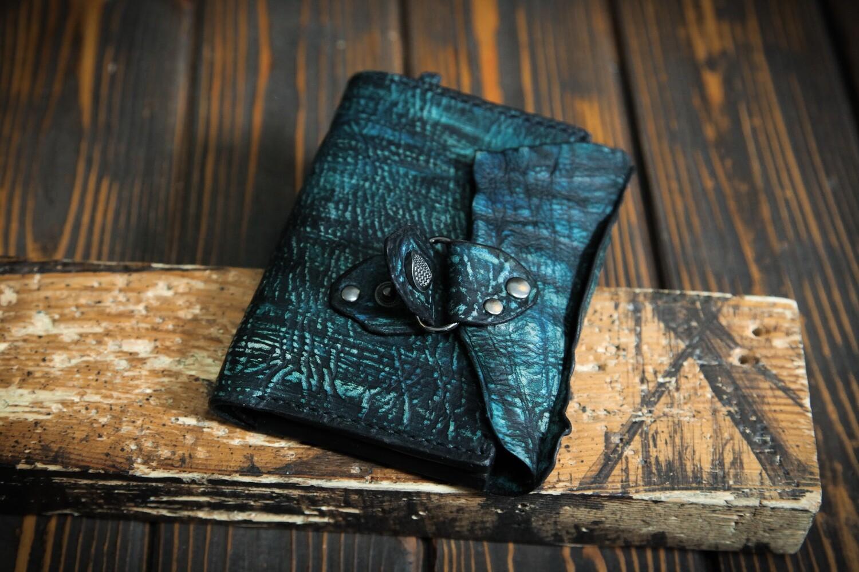 Кошелёк бирюзового цвета из сыромятной кожи