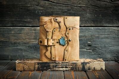 Блокнот медового цвета с синим диопсидом