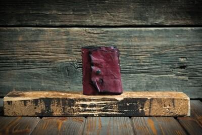 Блокнот малинового цвета из сыромятной кожи