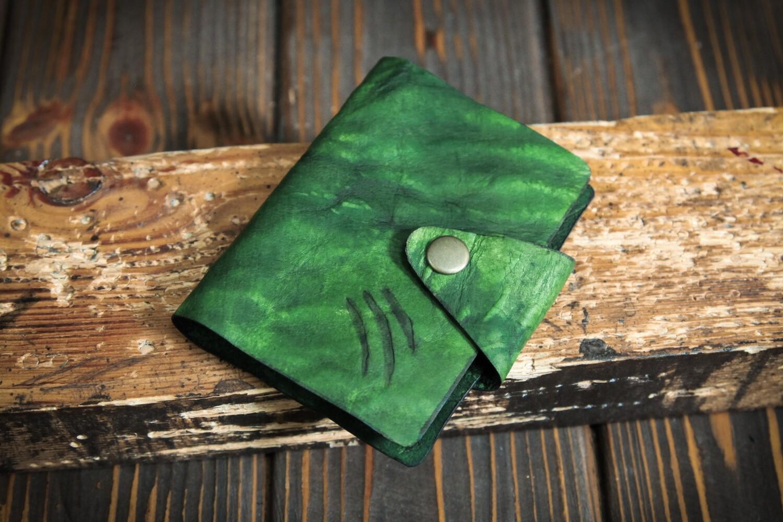 Маленькая зелёная визитница на 40 карт