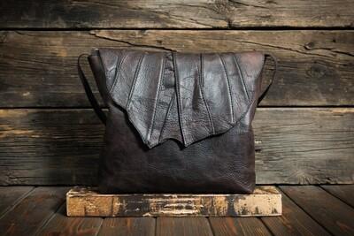 Женская сумочка коричневого цвета из состаренной кожи