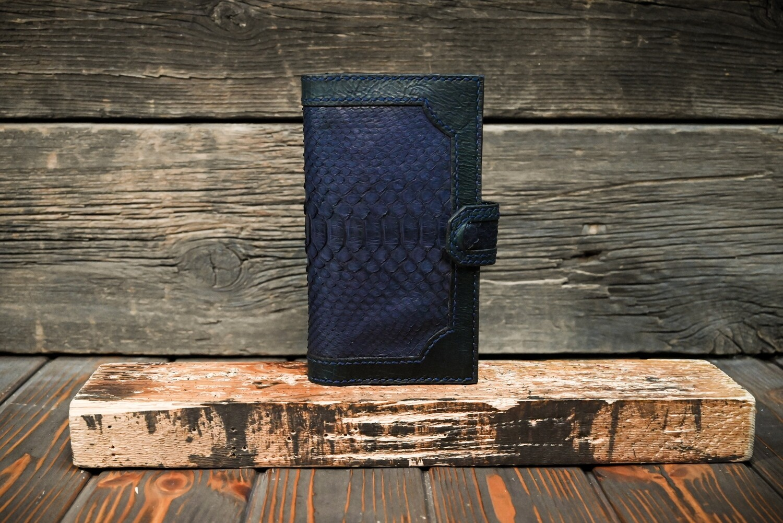 Синий кошелёк из состаренной кожи с кожей питона