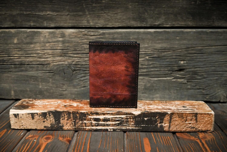 Обложка для паспорта медного цвета из состаренной кожи