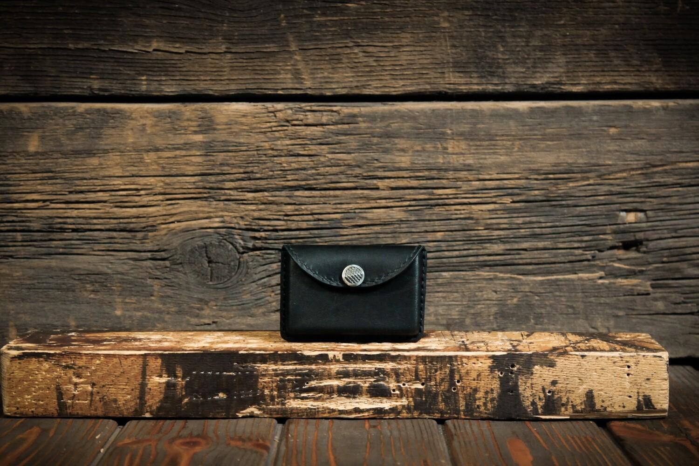 Черный кардхолдер для пластиковых карт