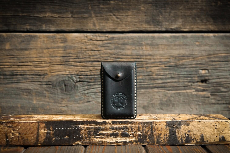 Черно-коричневый чехол для своих визиток