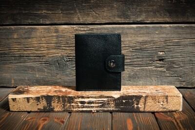 Кошелёк черного цвета из натуральной кожи