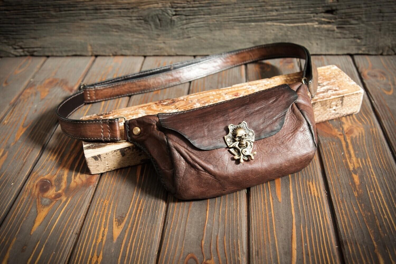 Товар на заказ: предоплата 50% за Поясную сумочку из натуральной кожи цвета бренди