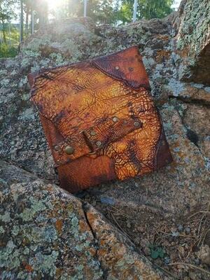Блокнот А5 оранжевого цвета из состаренной кожи