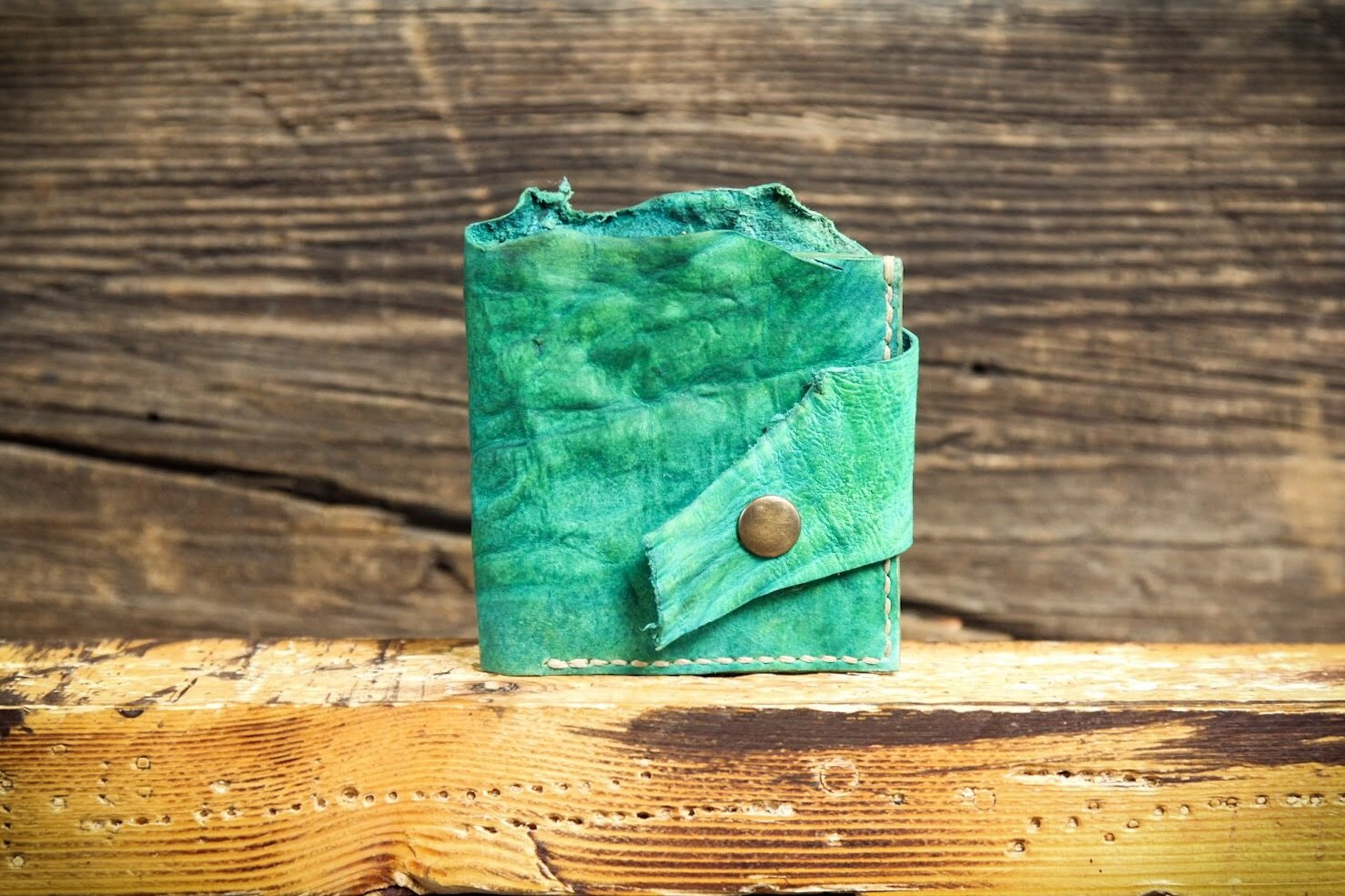 Кошелёк из сыромятной кожи зеленый