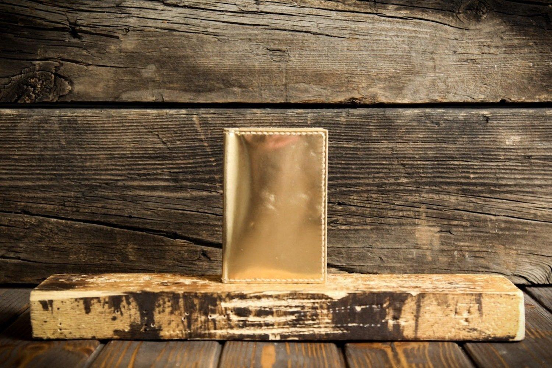 Обложка на паспорт золотого цвета