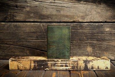Зеленая обложка на паспорт из сыромятной кожи