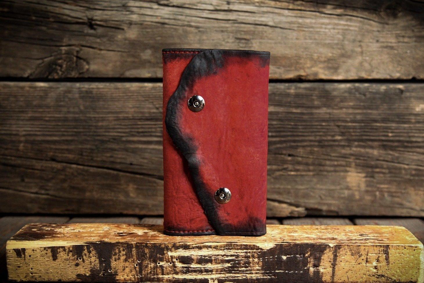 Красная визитница из сыромятной кожи