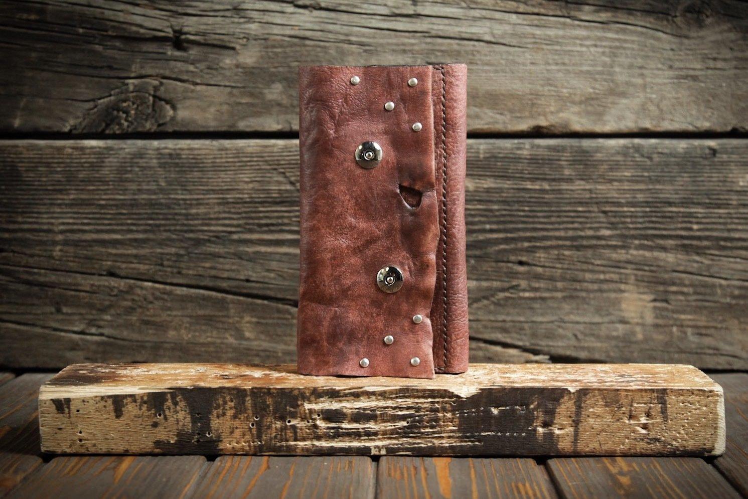 Женский кошелёк красного цвета из сыромятной кожи