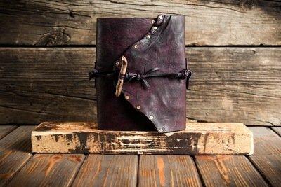 Фиолетовый блокнот из сыромятной кожи