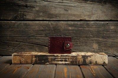 Красный кошелёк из кожи крокодила