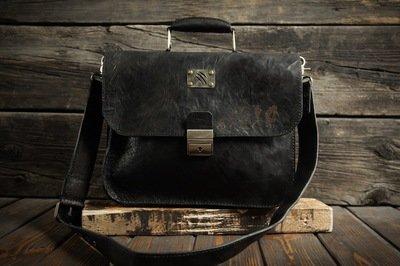 Чёрный портфель из сыромятной кожи