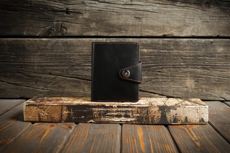 Чёрный кошелёк из натуральной кожи