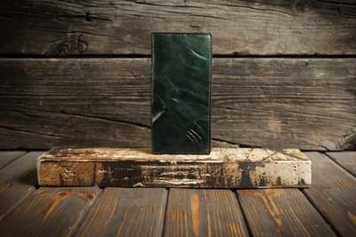 Зеленый кошелёк из сыромятной кожи