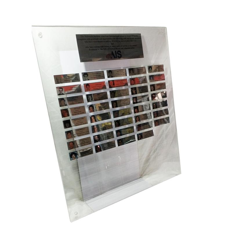 לוח הוקרה מאקריל שקוף בשילוב לוחיות
